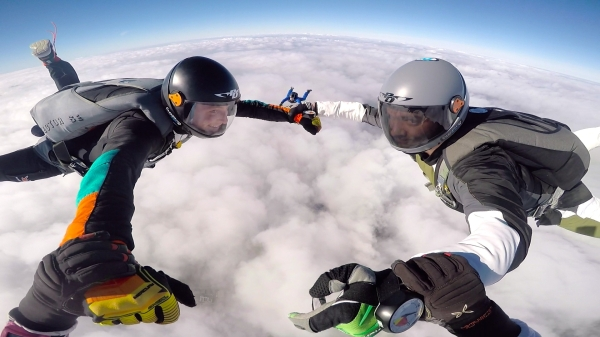 skydivining wels
